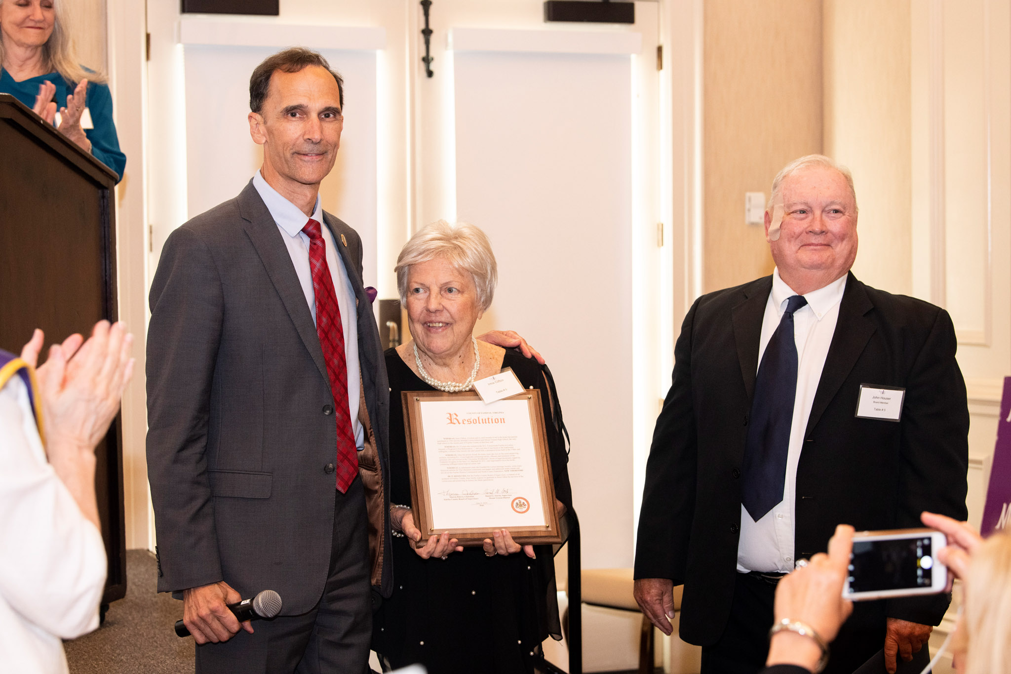 03-Supervisor-Dan-Storck-presenting-Fairfax-County-acknowledgement-to-Irma